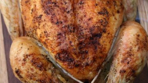 Recept: hele kip gevuld met truffel en bospaddenstoelen
