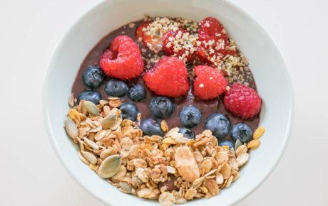 Açai bowls zijn heerlijk en je maakt ze gemakkelijk zelf