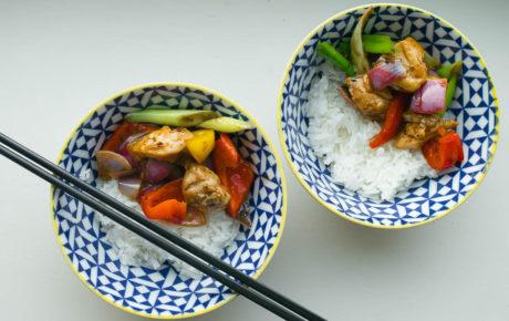 Dit recept voor kip in pittige zwarte bonensaus is goddelijk