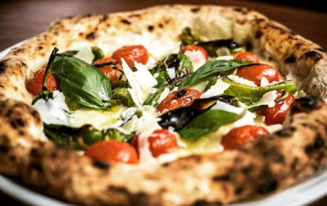 Top 10 finalist Pizza UNESCO Contest opent nNea Pizza in Amsterdam